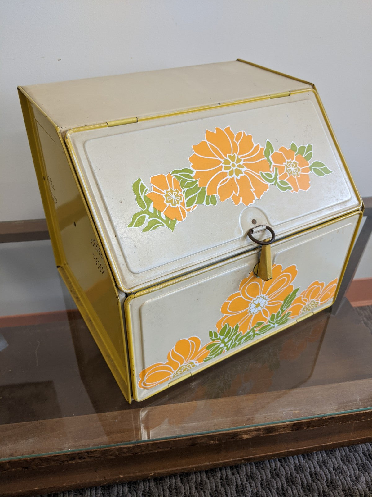 Vintage counter-top bread box