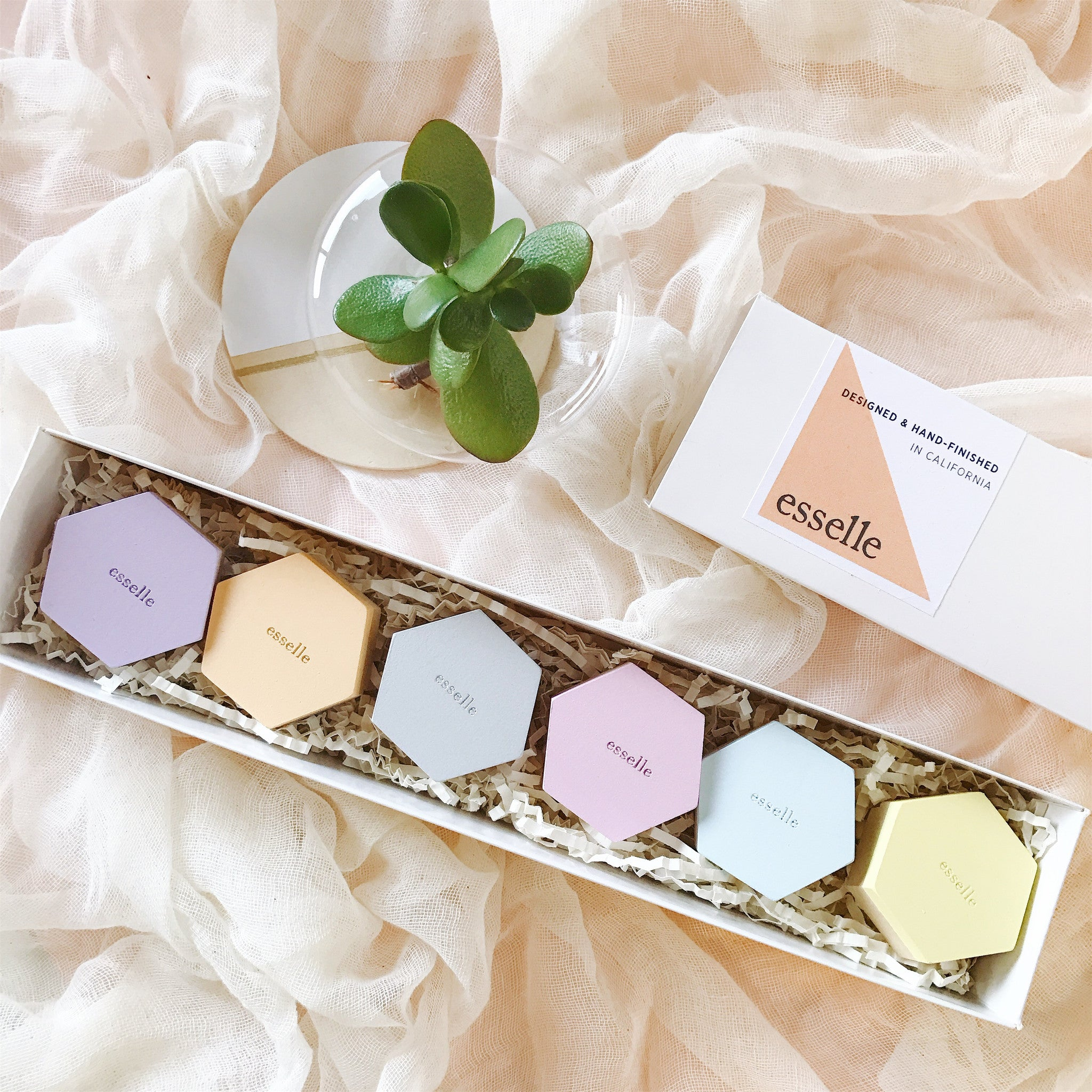 esselle pastel wooden place card holder