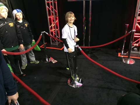 Bauer Hockey Stanchions And Velvet Rope With Kid