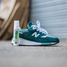 Indlæs billede til gallerivisning Superhydrophobic Protector & Brush Kit - SNEAKERS ER - Lion Feet - Clean & Protect
