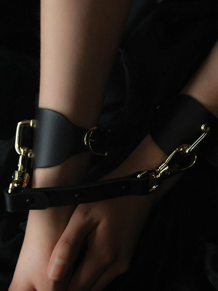 LEATHER HAND CUFFS