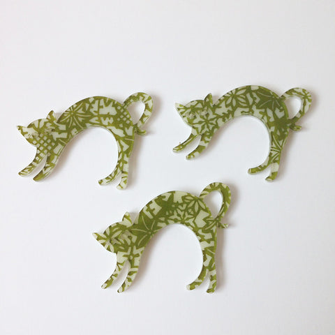 Cat brooch green