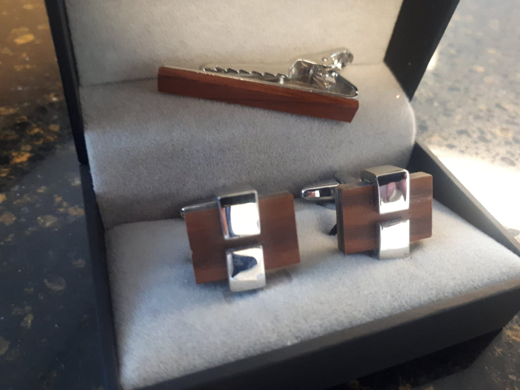 Cufflinks and tie bar clip set