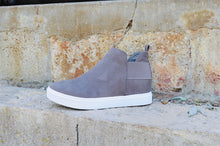 Load image into Gallery viewer, Diana Sneaker- Grey