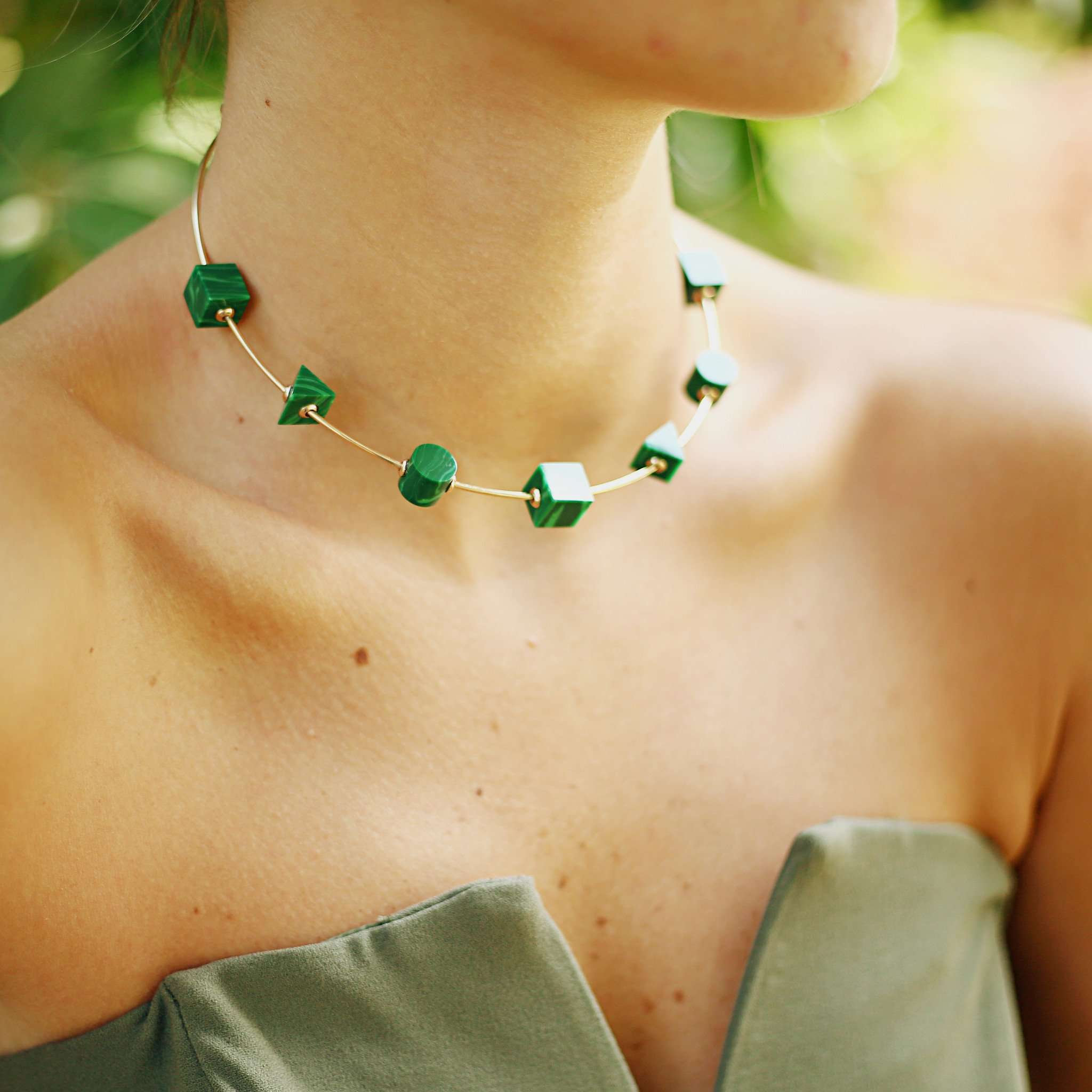 Buy thin choker with malachite  resin details at fashion jewellery shops online.
