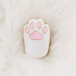 Enamel pin White paw with pink beans
