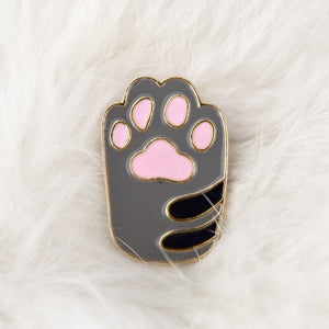 Enamel pin Tabby paw with pink beans
