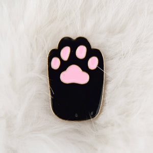 Enamel pin Black paw with pink beans