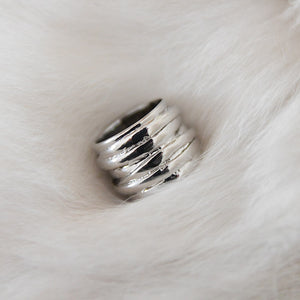 Platinum finger ring, STRAW