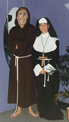 Costumes - Nun Old Fashion Womens Costume