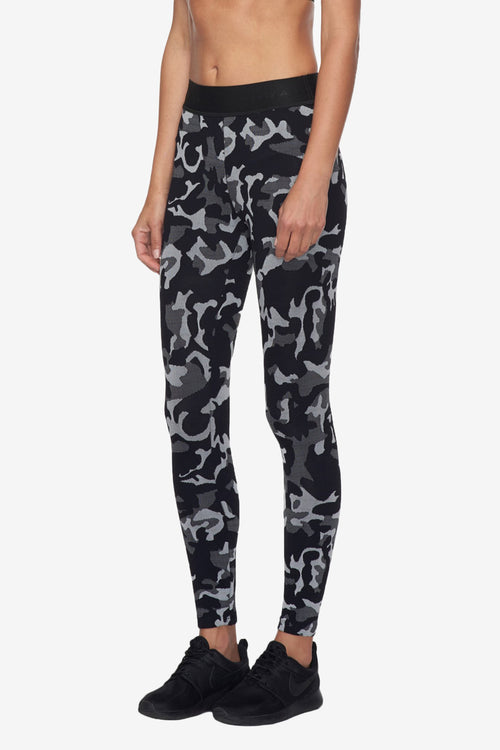 Camo Knockout Crop Legging - Black Camo/Black