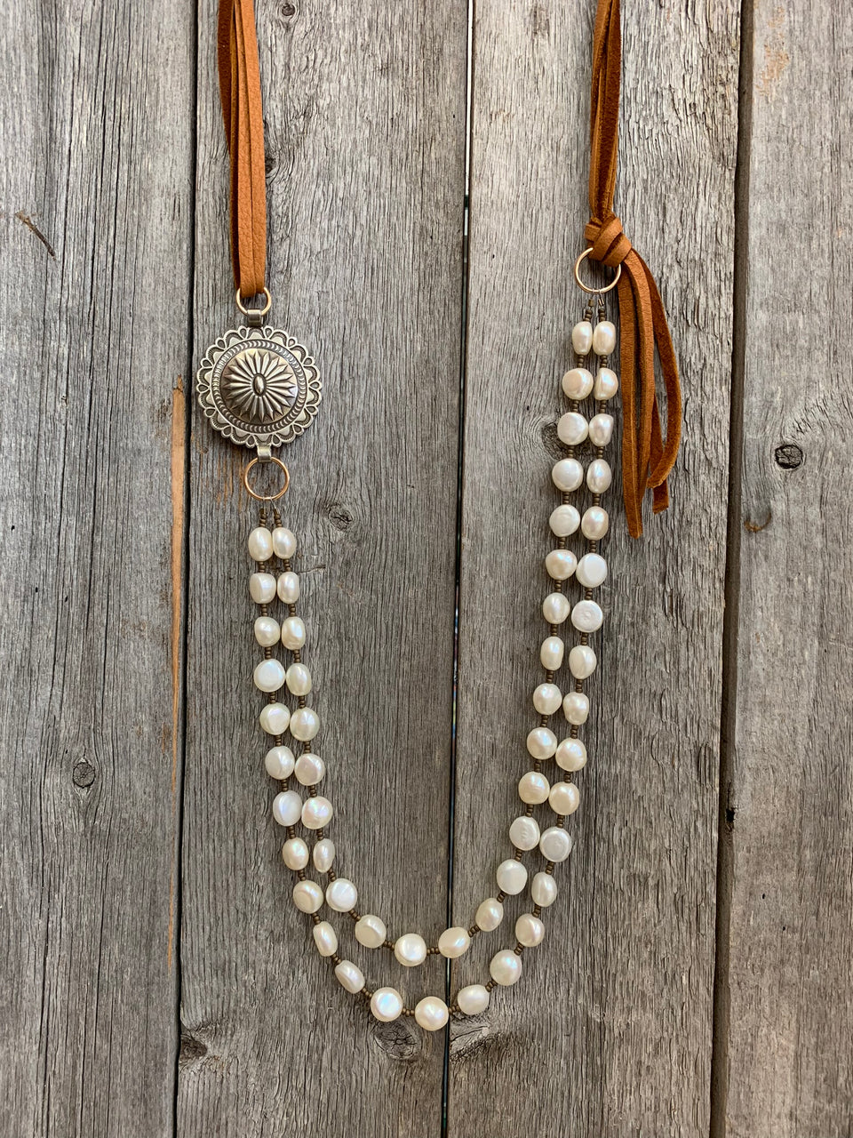 15222 Two Std Pearl & Side Concho