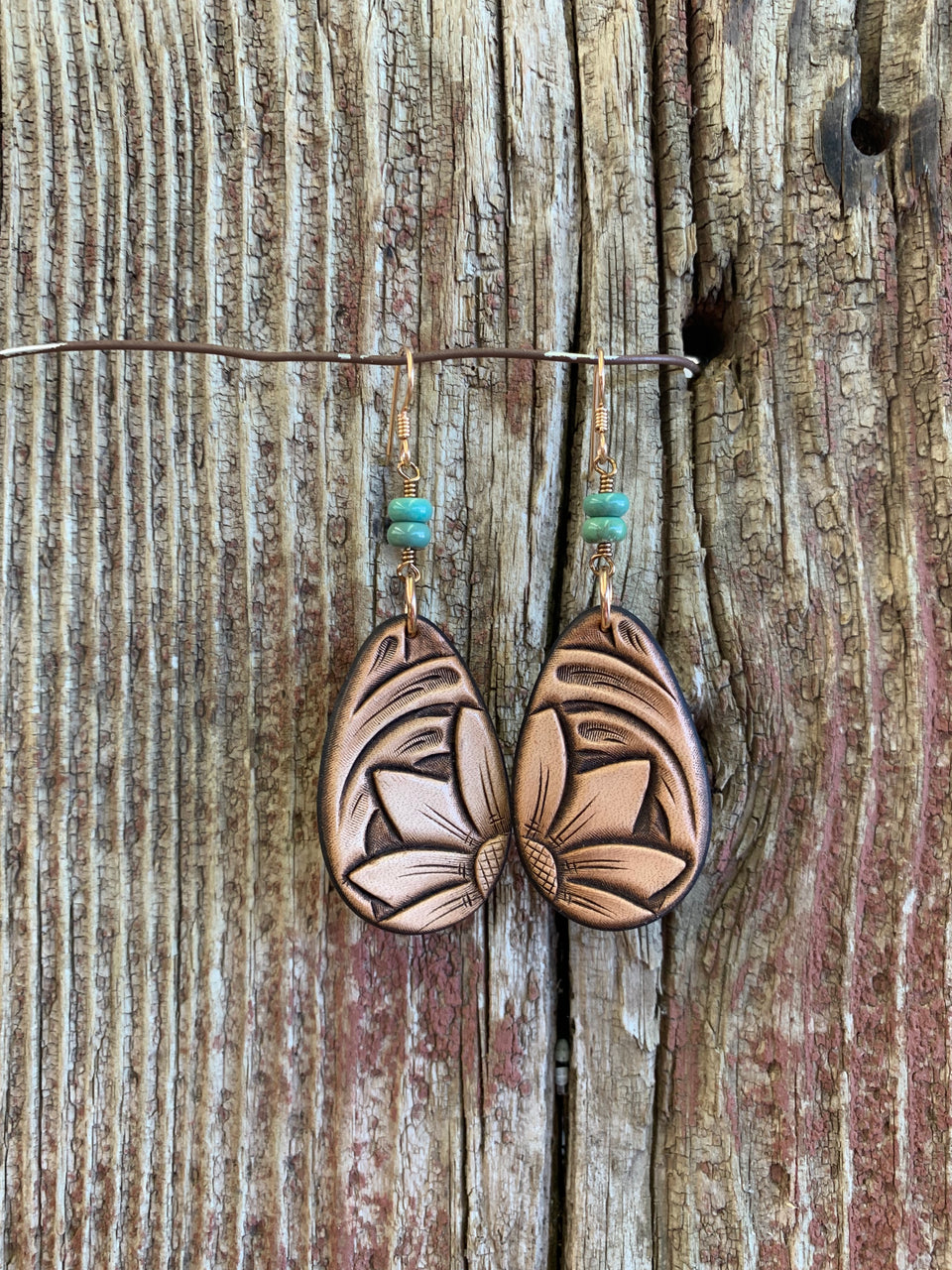 16589 Lt Natural Tooled Teardrop w/Turquoise Earring