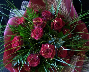 12 Red Roses in Gold