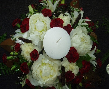 Classic Christmas Wreath with Candle