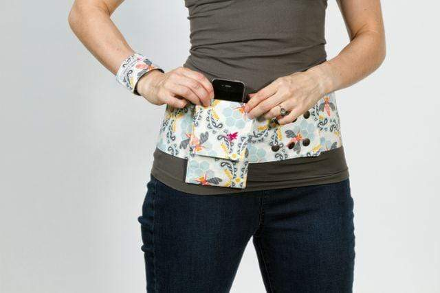Reversible 4 Pocket Bee Sweet Morning Hip Hugger - Petal and Stem