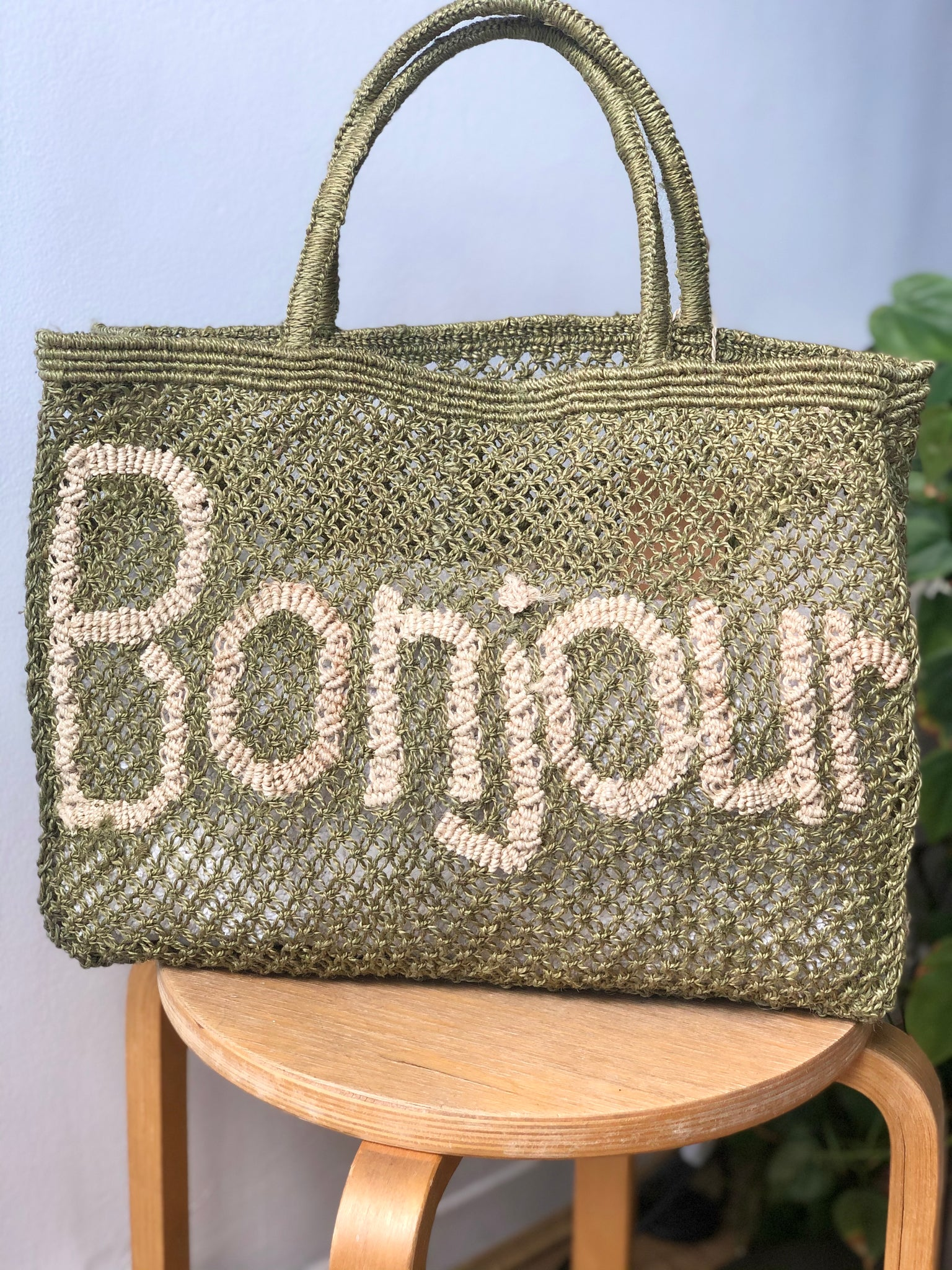 Bonjour - Army and Natural