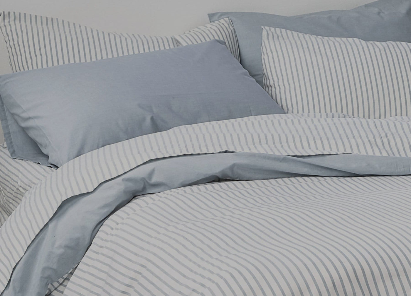 Close up image of envello blue Traditional Chambray sheet and duvet setray