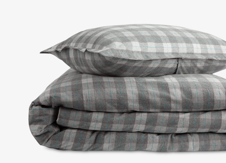 envello Cozy Flannel duvet set with subtle light blue accent stripe.