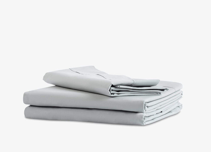 envello light grey cotton Premium Percale sheet set showing 1 flat and 1 fitted sheet plus 2 pillowcases