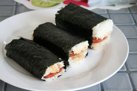 Spam Musubi Source: Ewen Roberts: https://www.flickr.com/photos/donabelandewen/2395182758