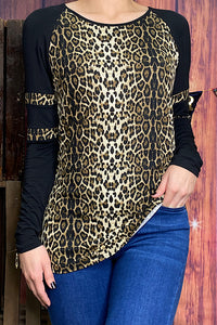 BQ8420 Leopard printed top w/black color block sleeves