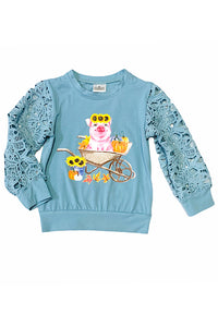 PIG WITH SUNFLOWERS ON A WHEELBARROW PRINTED TOP WITH LACE SLEEVES. CXSY-540666