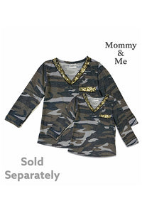CAMOUFLAGE PRINTED WOMEN TOP WITH GOLD SEQUIN V-NECK LINE. CXSY-540663