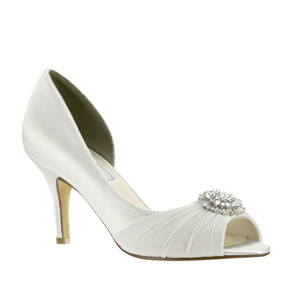 dyeable wedding shoe with decoration
