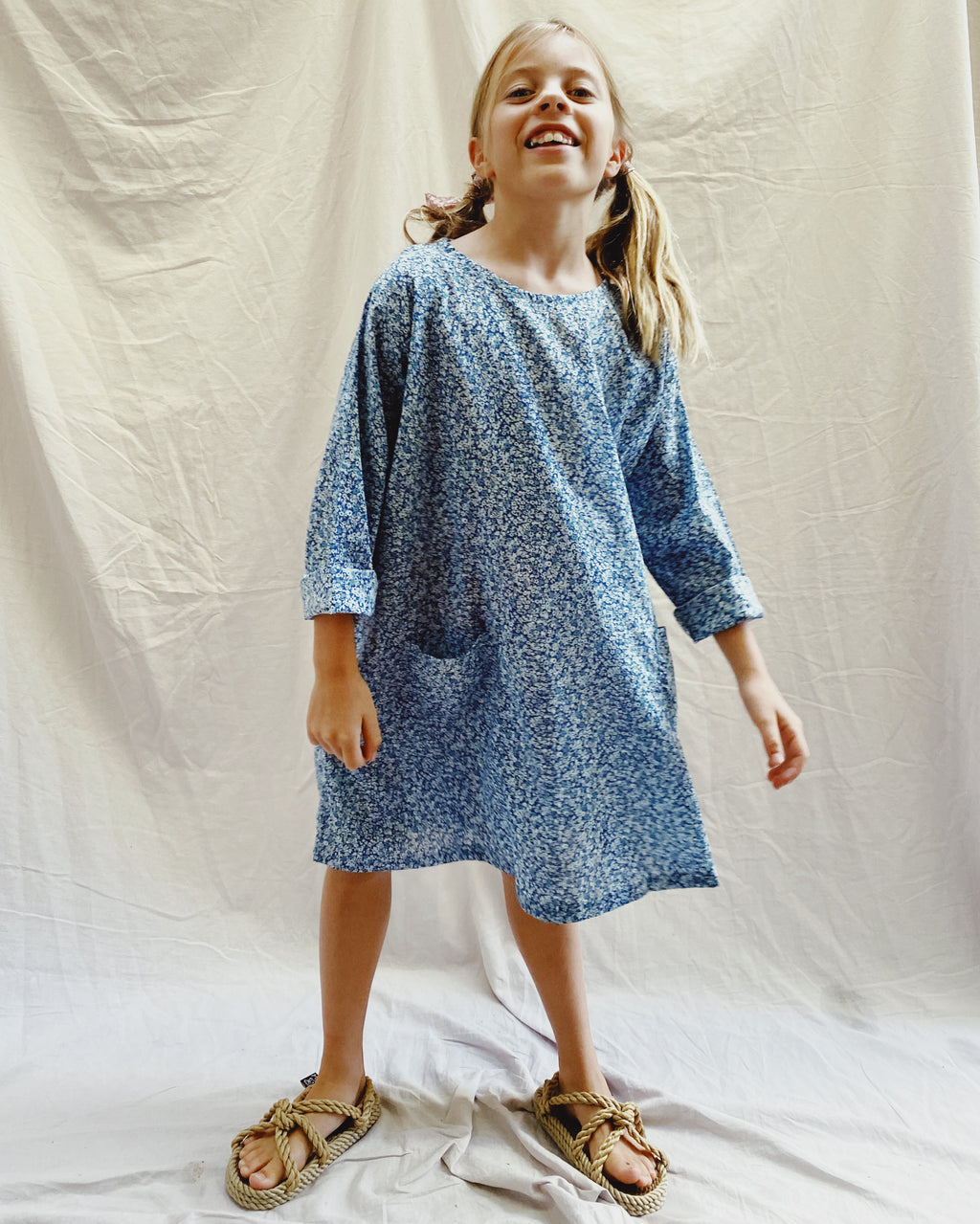 Throw on dress in Blue Mini Flower cotton - printebebe.com