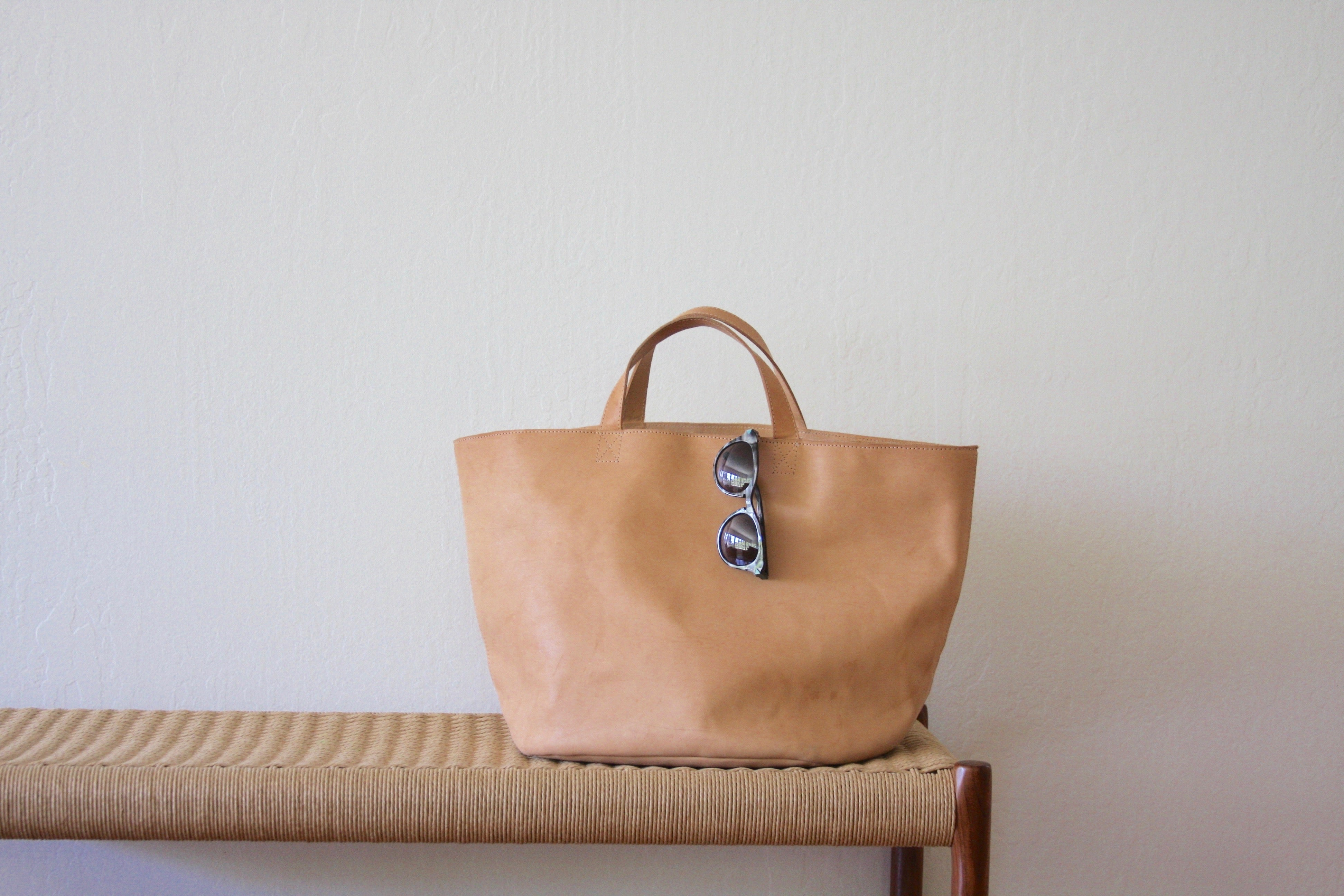 Shopper Tote in Natural Leather. Handcrafted in Argentina