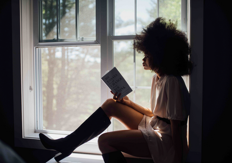 digital detox woman reading book