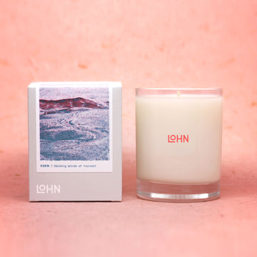 Lohn organic candle against peach background