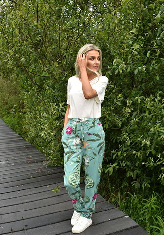 Easy Floral Summer Pants By Vero Moda in Mint Floral