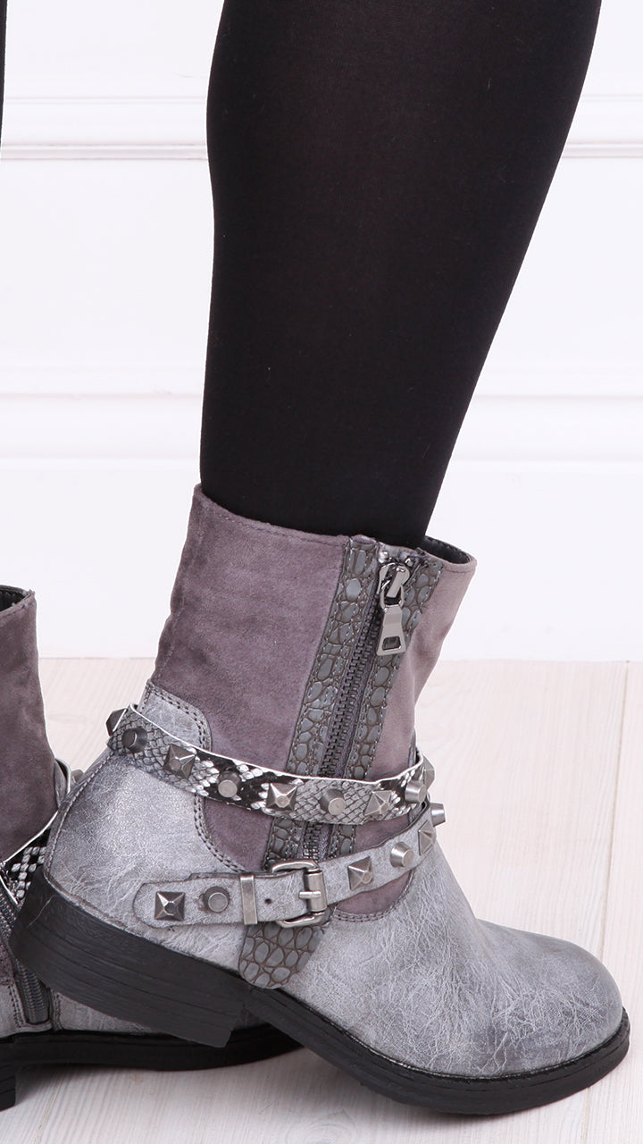Ahlanna Ankle Boots in Grey