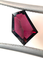 Load image into Gallery viewer, 3.00ct Freeform Harts Range Garnet
