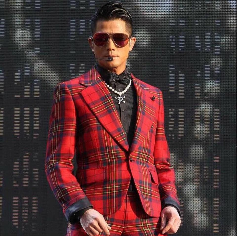Singer Aaron Kwok wears REVE by RENE wish you were here aviator sunglasses champagne tan
