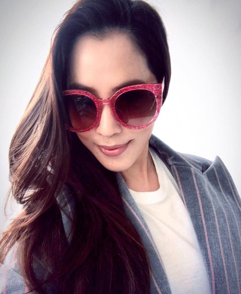 Arissa Cheo wears REVÉ by RENÉ Starry Eyed Pink Glitter glasses.