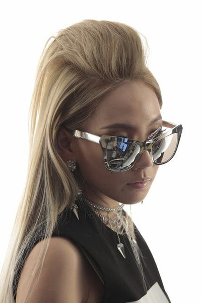 CL Chaerin wears REVE by RENE Unicorn sunglasses