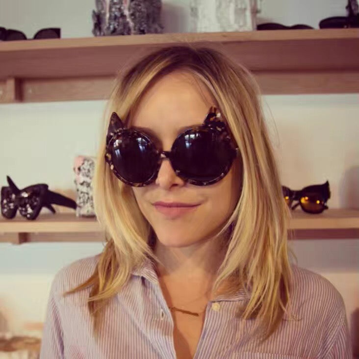 Jenny Mollen wears REVE by RENE sunglasses