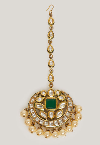 GOLD PLATED KUNDAN MAANG TIKKA WITH PEARLS AND AND SIMULATED EMERALD