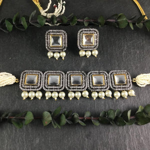 A STUNNING POLKI INSPIRED ADJUSTABLE CHOKER WITH MATCHING EARRINGS BY REEMAT DESIGNS.