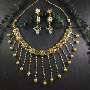 A MODERN KUNDAN NECKLACE AND EARRINGS BY REEMAT DESIGNS.  A WATERFALL DESIGN COMPOSED OF CASCADING PEARLS.