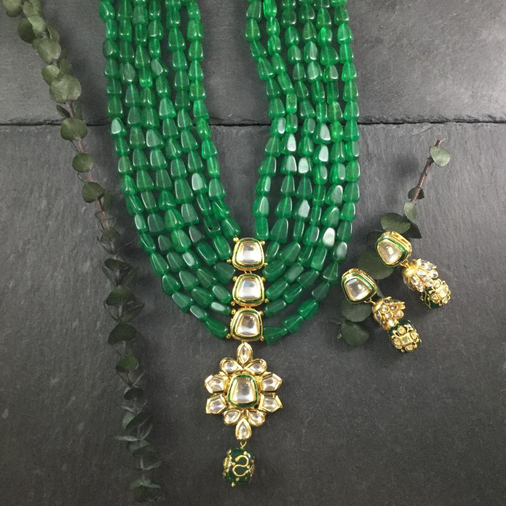 A STUNNING LAYERED SEMI-PRECIOUS EMERALD NECKLACE IN A STUNNING SHADE OF GREEN WITH KUNDAN CENTER AND MATCHING EARRINGS BY REEMAT DESIGNS.