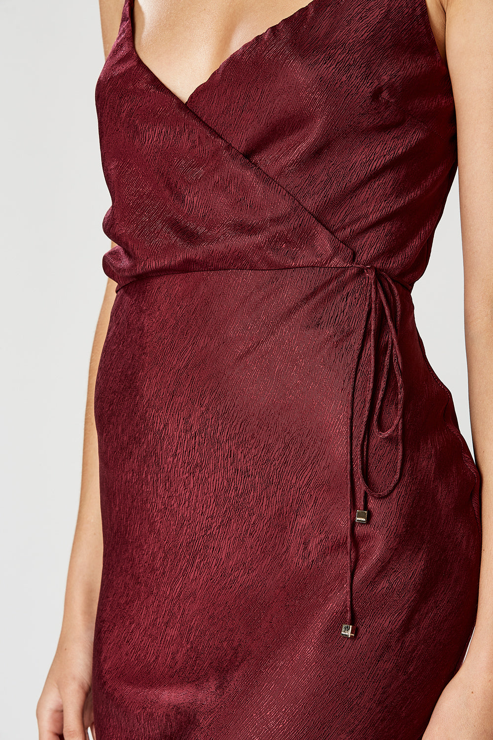 VIRTUE FRONT TIE DRESS WINE