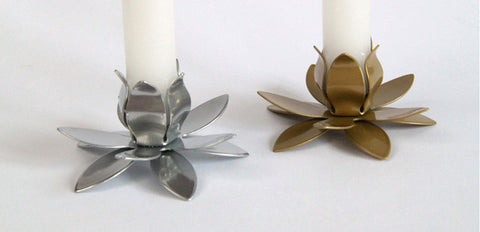 Pretty, affordable petal shaped taper candleholder. Available in silver and gold.