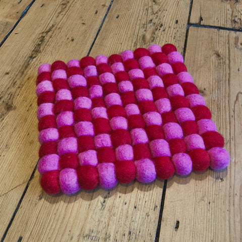 20cm - Felt Ball Mat Pink/Red - Square