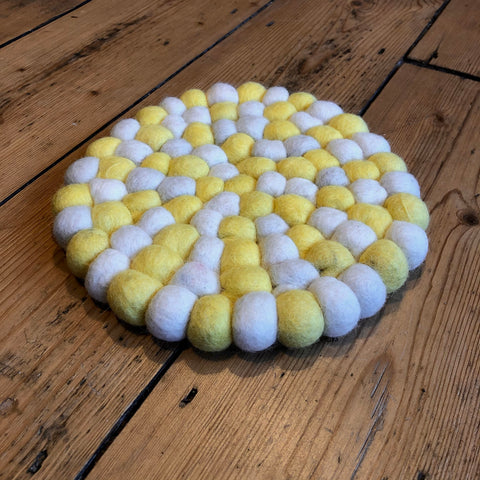 20cm - Felt Ball Mat Lemon/White - Round
