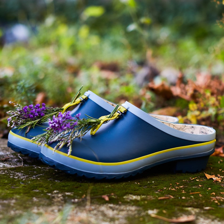 garden clog in blue with flowers