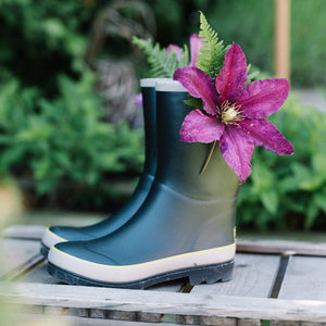 short welly in black with flower